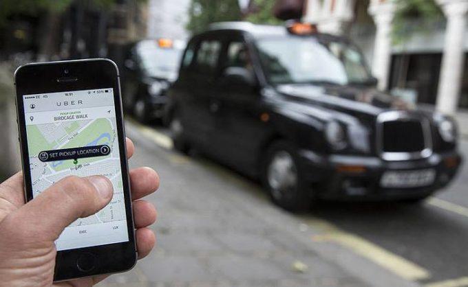 """Uber """"cacciata"""" via da Londra: l'autorità comunale non ha rinnovato la licenza all'app"""