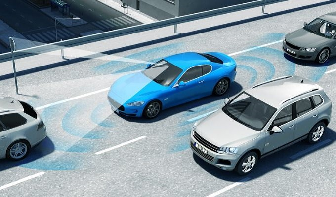 Guida assistita: la tecnologia 5G e le auto connesse