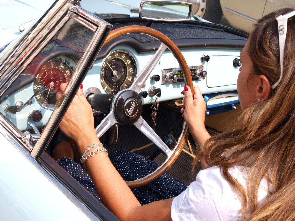 """Auto storiche: con """"Eva al volante"""" il motorismo storico si tinge di rosa"""