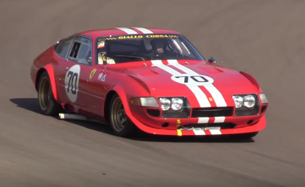 Ferrari 365 GTB/4 Daytona Competizione: sound d'altri tempi sul circuito di Imola [VIDEO]