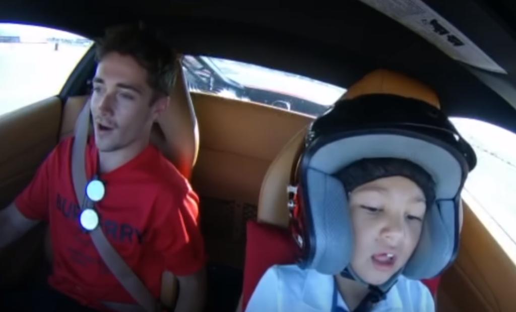 Ferrari 488 GTB, con Charles Leclerc nei panni di istruttore alla guida c'è un bambino di 6 anni [VIDEO]