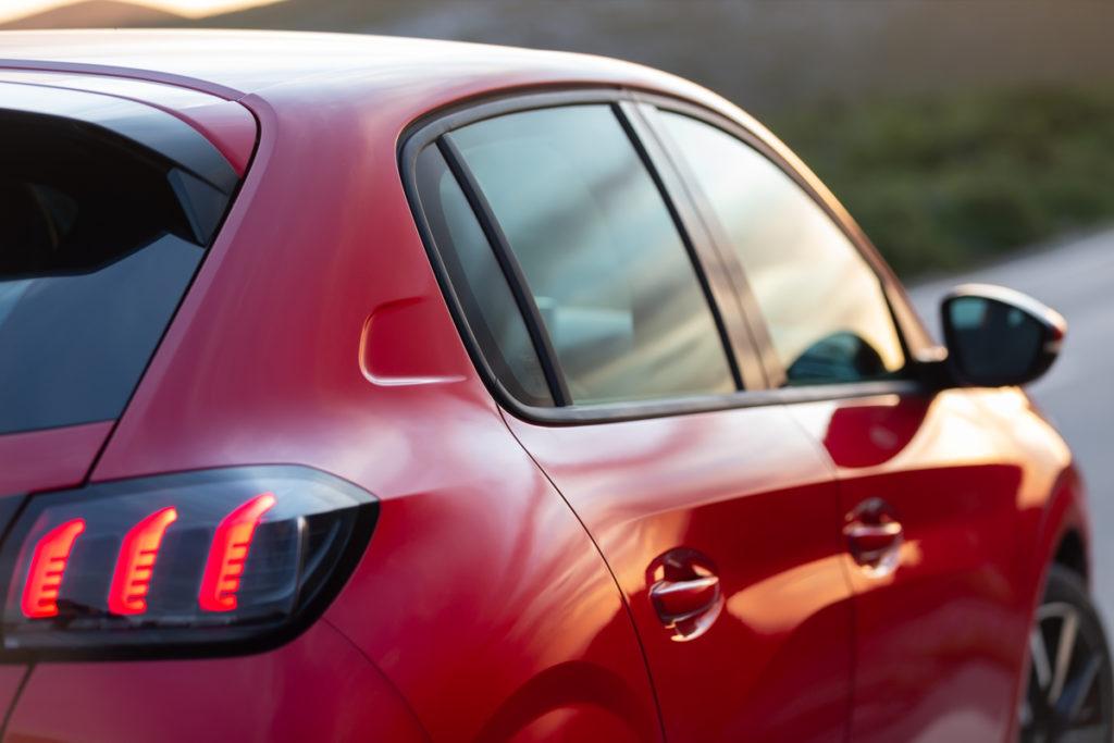 Nuova Peugeot 208 2020: ecco la versione Allure Navi Pack con TomTom