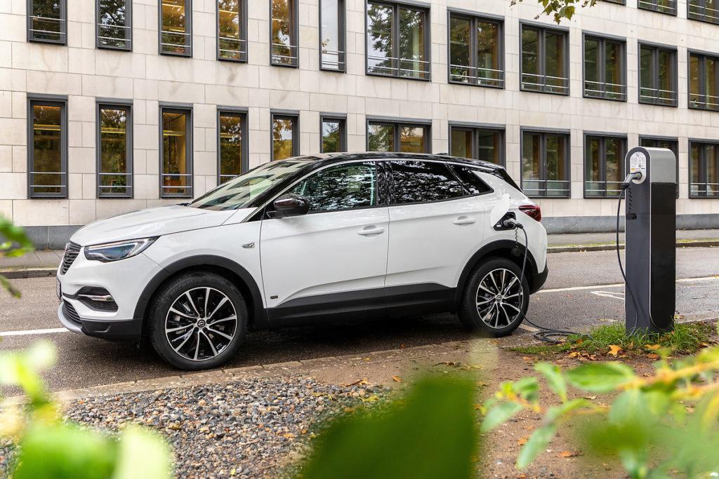 Gruppo PSA: per le vetture elettrificate incentivi statali fino a 6.000 euro