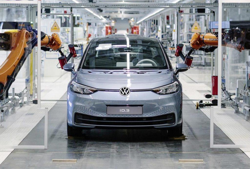 Volkswagen, la strategia elettrica corre più del previsto: obiettivo di 1 milione di auto elettriche anticipato al 2023