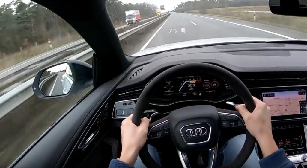 Audi RS Q8, si sfreccia sulle Autobahn a più di 300 km/h [VIDEO]