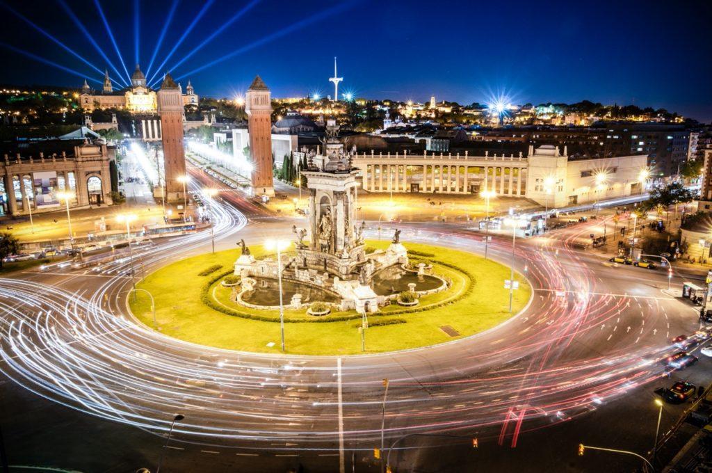 Barcellona, nuovo giro di vite per l'inquinamento: si bloccano i diesel immatricolati prima del 2006