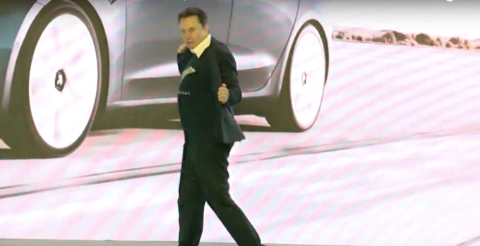 Elon Musk, ecco il balletto di presentazione per la Tesla Model Y in Cina [VIDEO]