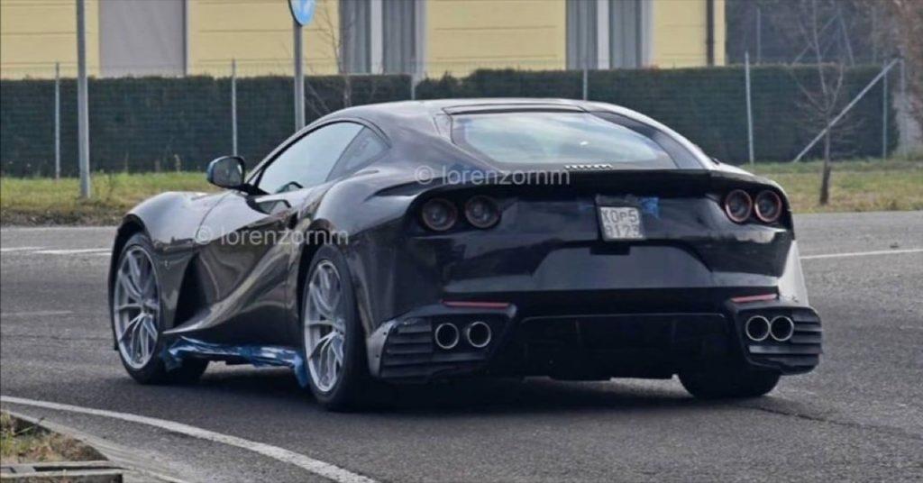 Ferrari 812 GTO: l'urlo del nuovo V12 di Maranello sulla pista di Fiorano [VIDEO]