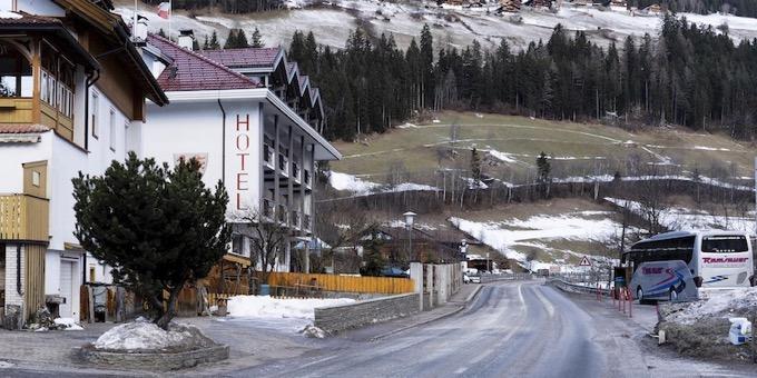 Alto Adige, morti 6 turisti tedeschi e 11 feriti, falciati da un 27enne sotto effetto di alcol