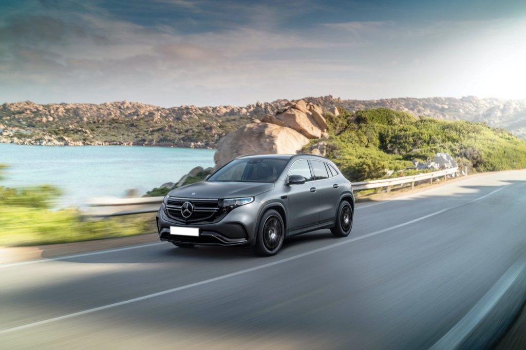 Mercedes EQA, così viene immaginato il primo crossover elettrico di Stoccarda [RENDERING]