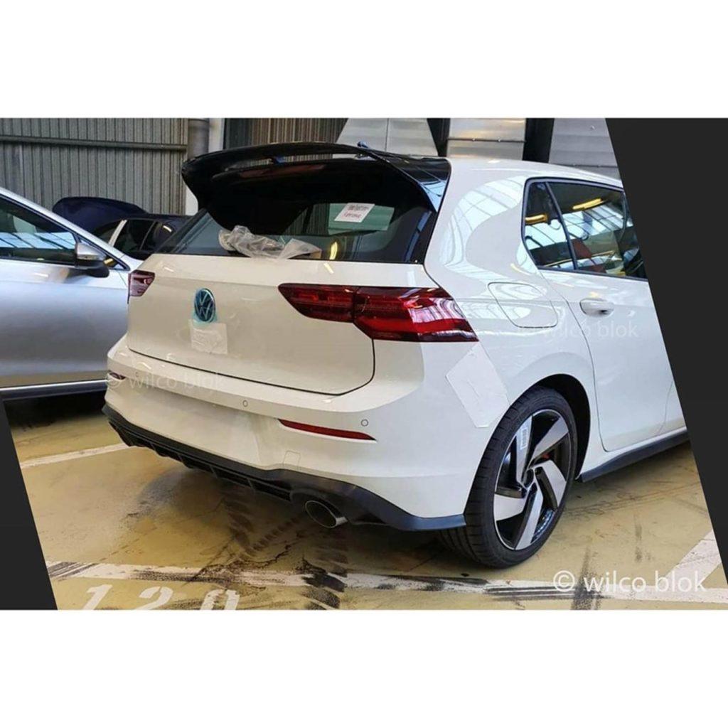 Nuova Volkswagen Golf 8 GTI 2020: scatti rubati prima della presentazione al Salone di Ginevra 2020 [VIDEO]