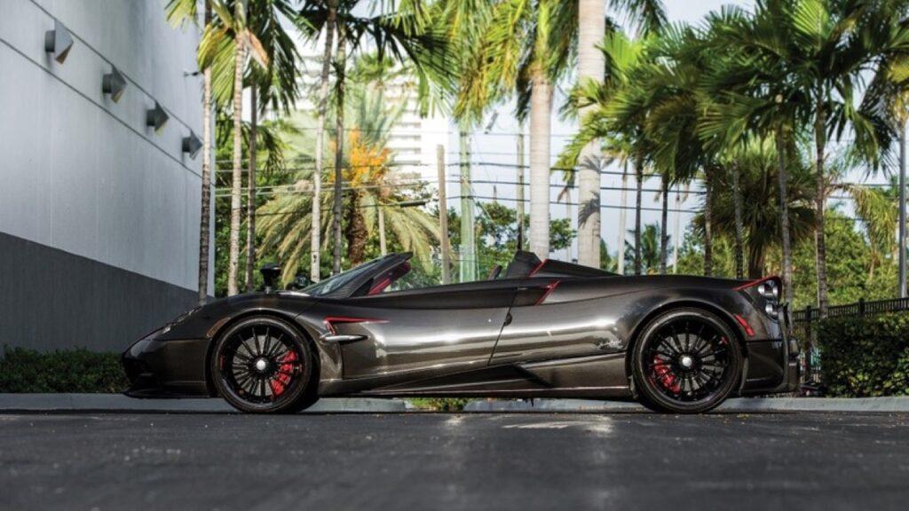 Pagani Huayra Roadster: nuovo ingresso nel garage di Jorge Lorenzo [VIDEO]