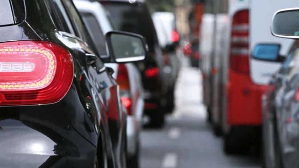 Codice della Strada, riparte la discussione sulla riforma: novità su limiti, divieto di fumo e uso del cellulare alla guida