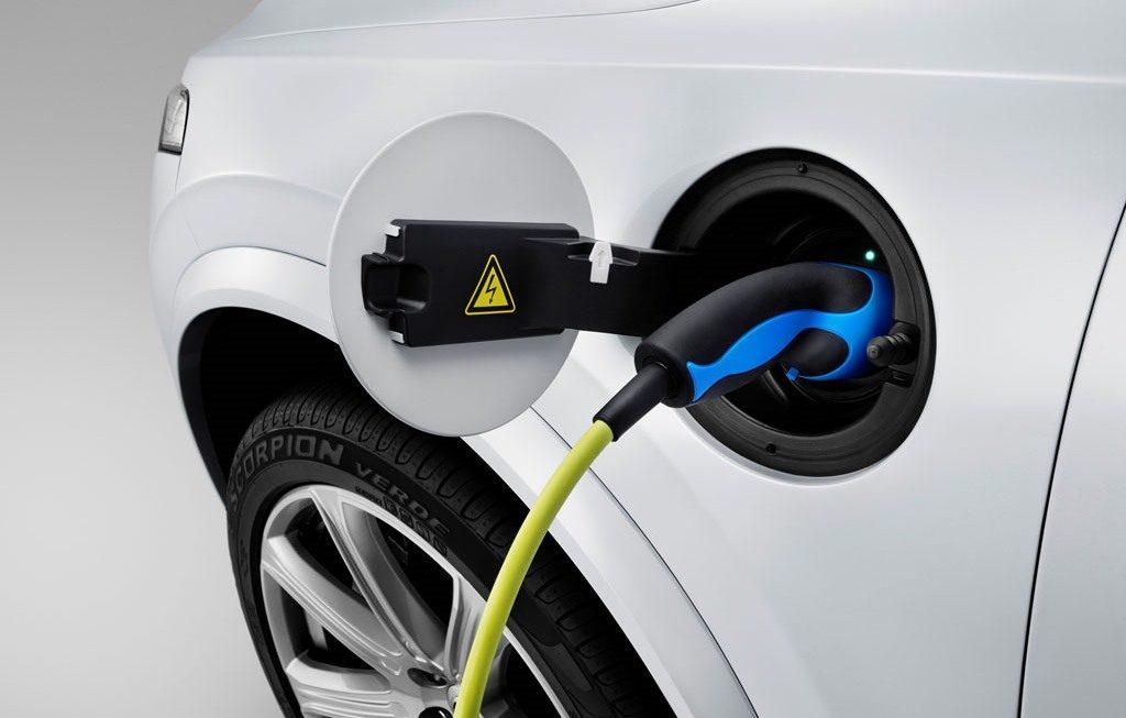 Auto elettriche e ibride fanno il loro ingresso nel paniere Istat