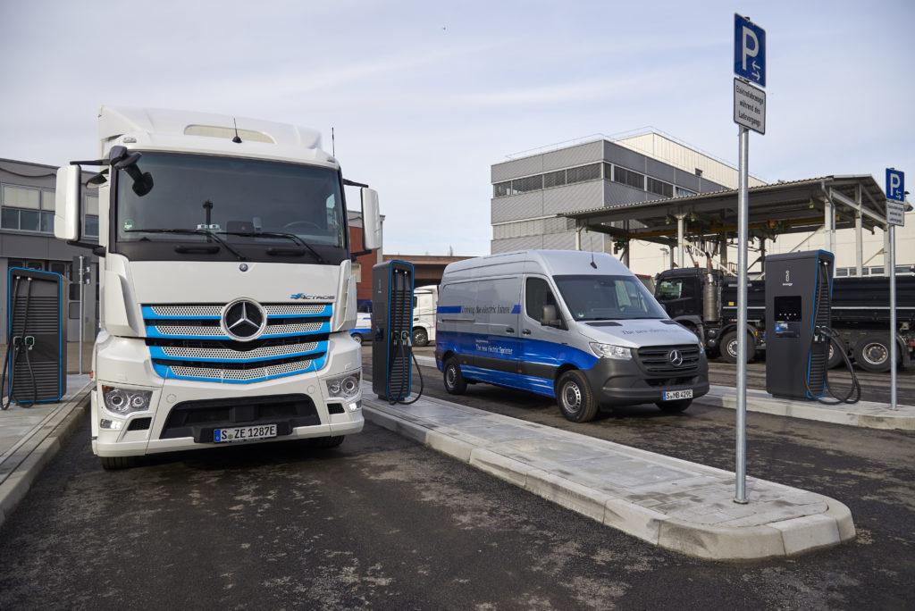 Daimler apre una nuova stazione di ricarica per i veicoli industriali e commerciali elettrici