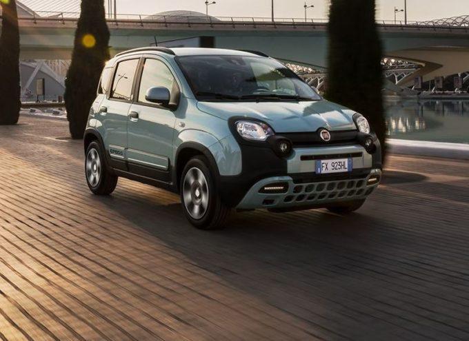 Fiat 500 e Panda Hybrid: la nuova coppia che guida la rivoluzione elettrificata in città [VIDEO]