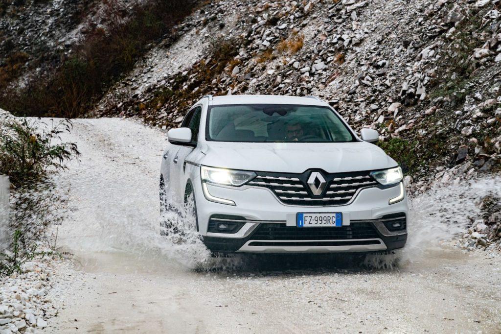 Renault Koleos 2020: il SUV francese si rinnova e va off-road [VIDEO]
