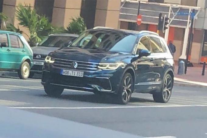 Volkswagen Tiguan 2021: il restyling del SUV catturato senza veli [FOTO LEAKED]