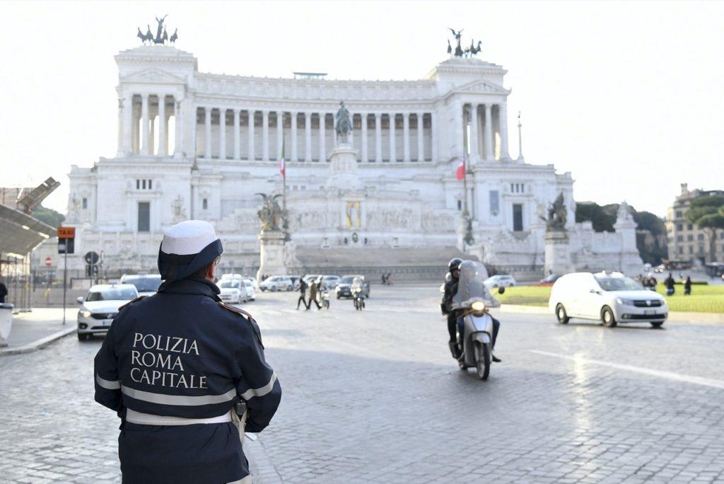 Roma, blocco del traffico: la sindaca Raggi convoca degli esperti del settore