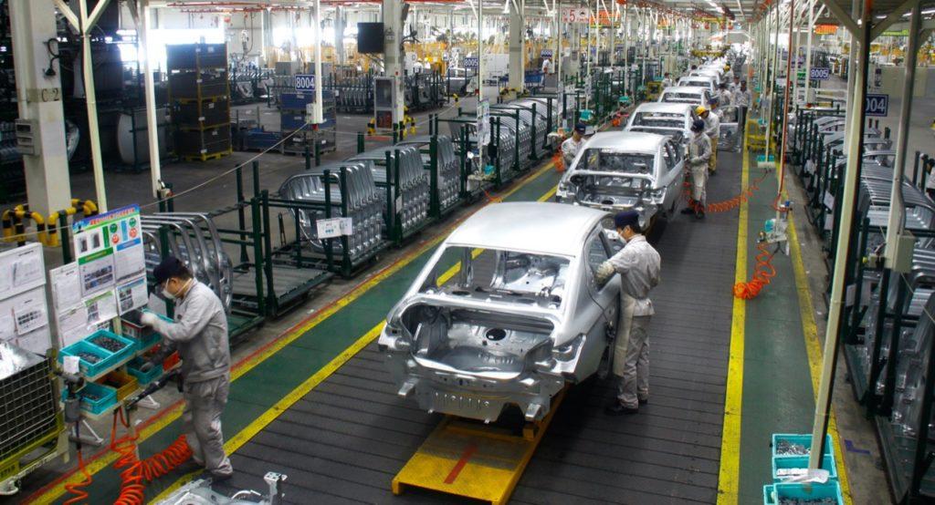 Coronavirus: le immatricolazioni di auto in Cina crollano del 18%, e potrebbe peggiorare