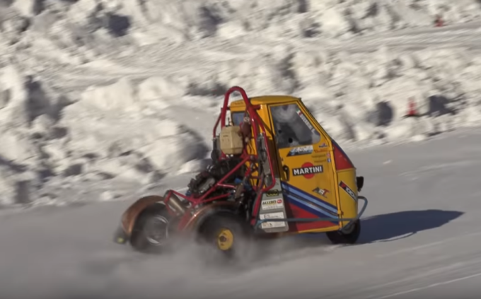 Ape Car, la tre ruote che non t'aspetti: drift e grinta inedita sulla neve di Livigno [VIDEO]