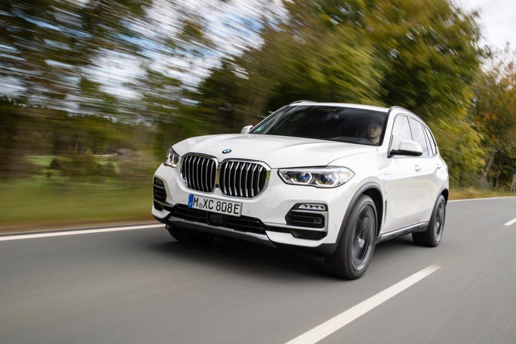 BMW: come funziona l'assistente alla retromarcia [VIDEO]