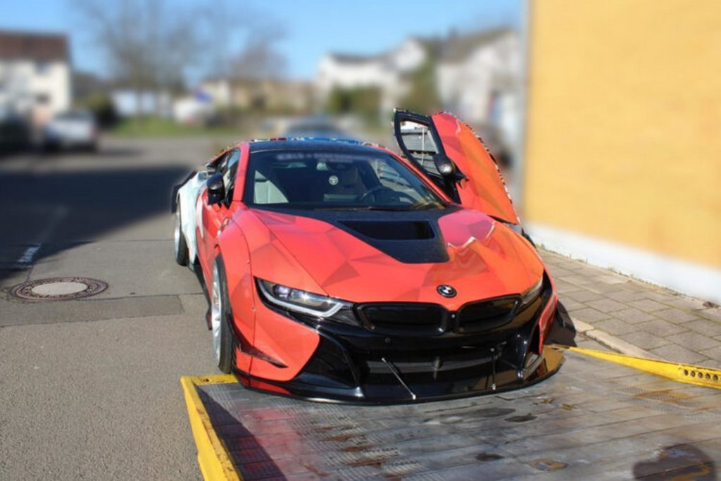 BMW i8 con modifiche da 160.000 euro sequestrata