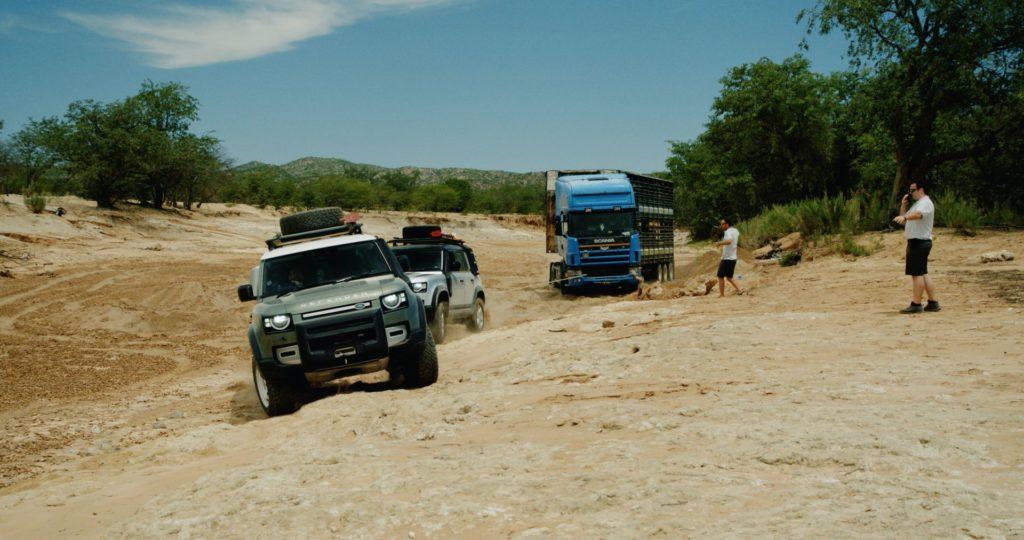 Land Rover Defender 2020 - Traino camion