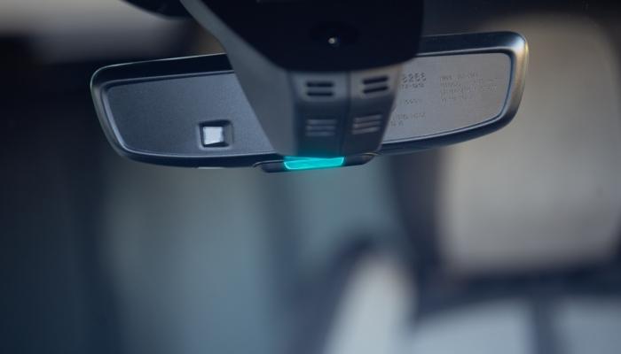 Peugeot 3008 e 508 ibrida plug in: un LED blu per la marcia in solo elettrico