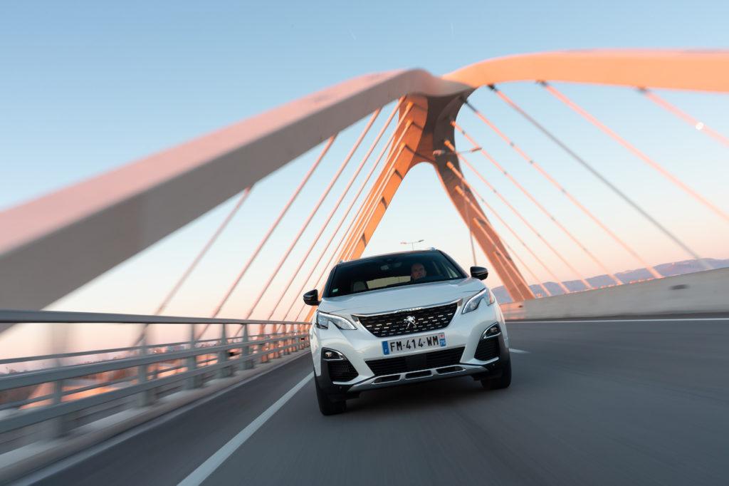 Peugeot 3008 e 508 ibride: la funzione e-Save per risparmiare la batteria