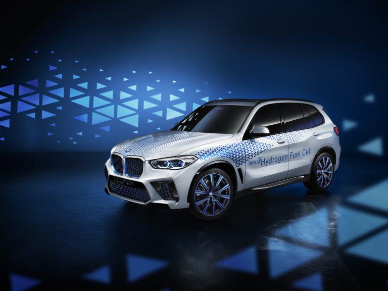 BMW X5: il primo modello ad idrogeno arriverà nel 2022