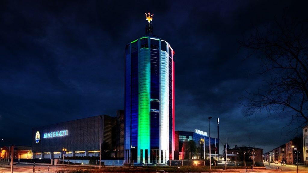Maserati: illuminata con il tricolore la torre di Modena