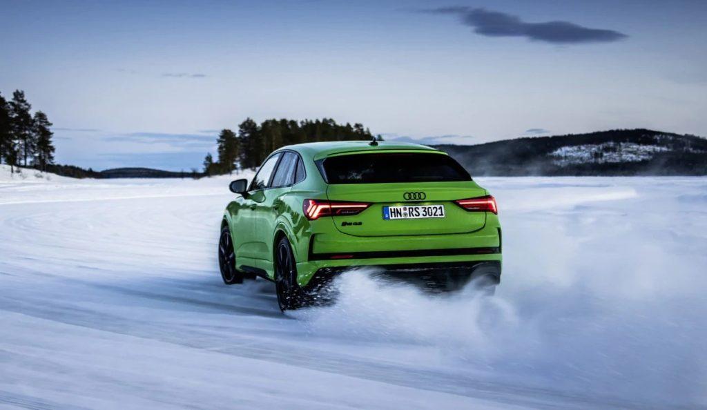 Audi Q3 RS Sportback 2020: sgommate e derapate sulla neve [VIDEO]