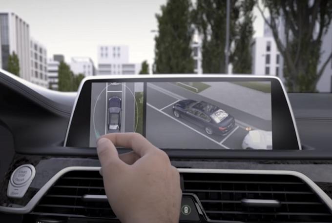 BMW, focus sulla tecnologia di bordo: il Gesture Control [VIDEO]