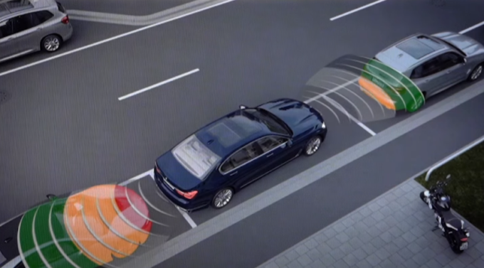BMW Parking Assistant: così parcheggiare diventa una passeggiata [VIDEO]