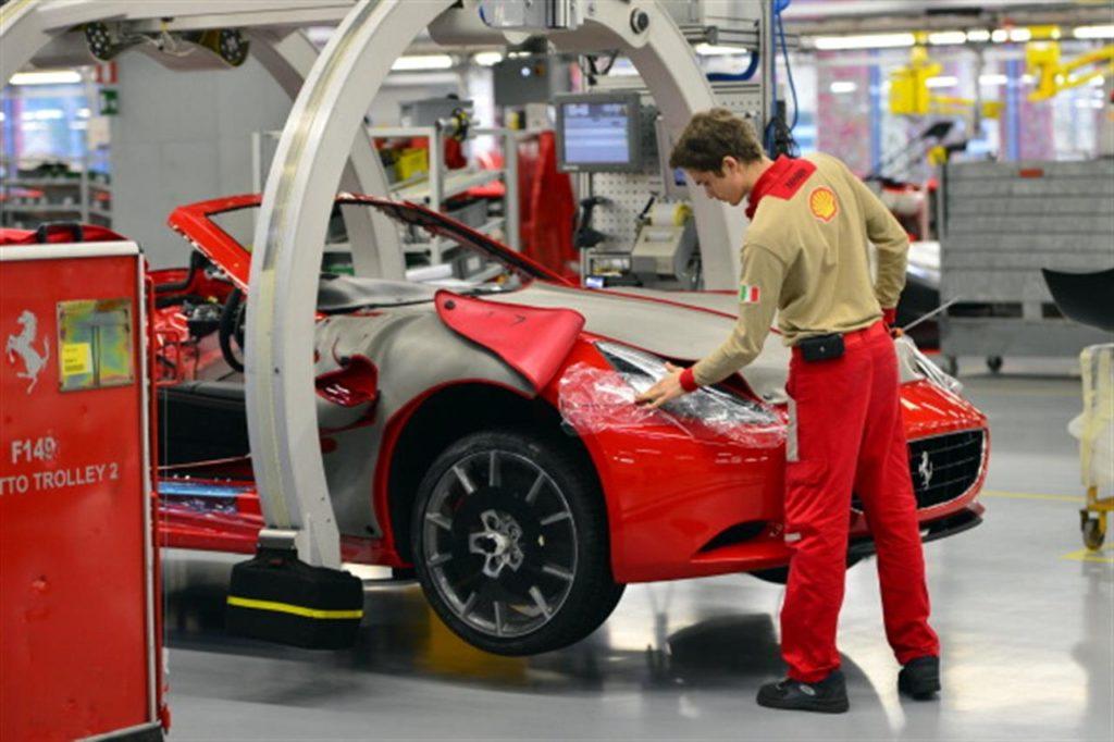 """Ferrari lancia """"Back on Track"""", il progetto per tutelare la salute dei dipendenti al riavvio dell'attività produttiva"""