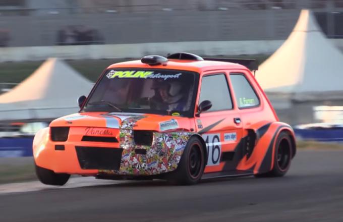 Fiat 126, l'utilitaria diventa un'auto da corsa col motore Honda 1000 cc [VIDEO]