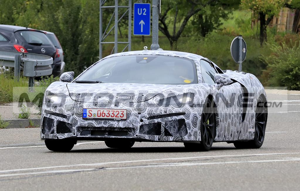 McLaren: nuova supercar ibrida plug-in attesa entro fine 2020. Le FOTO SPIA