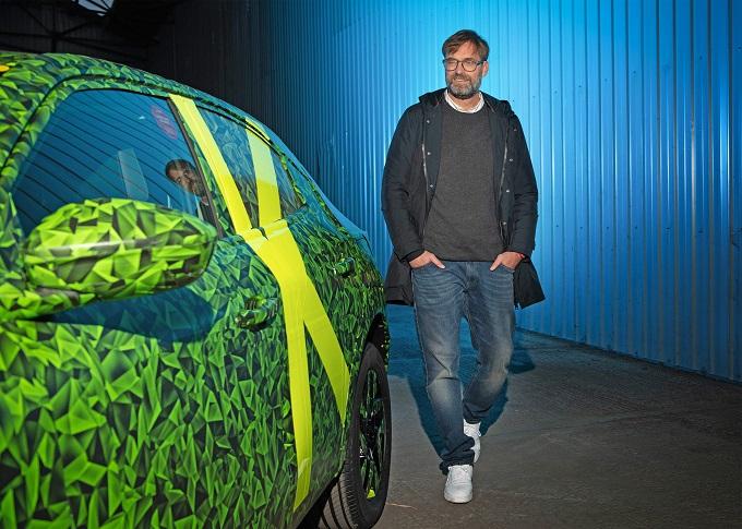 Nuova Opel Mokka: Jurgen Klopp ha già effettuato il primo test drive [VIDEO]