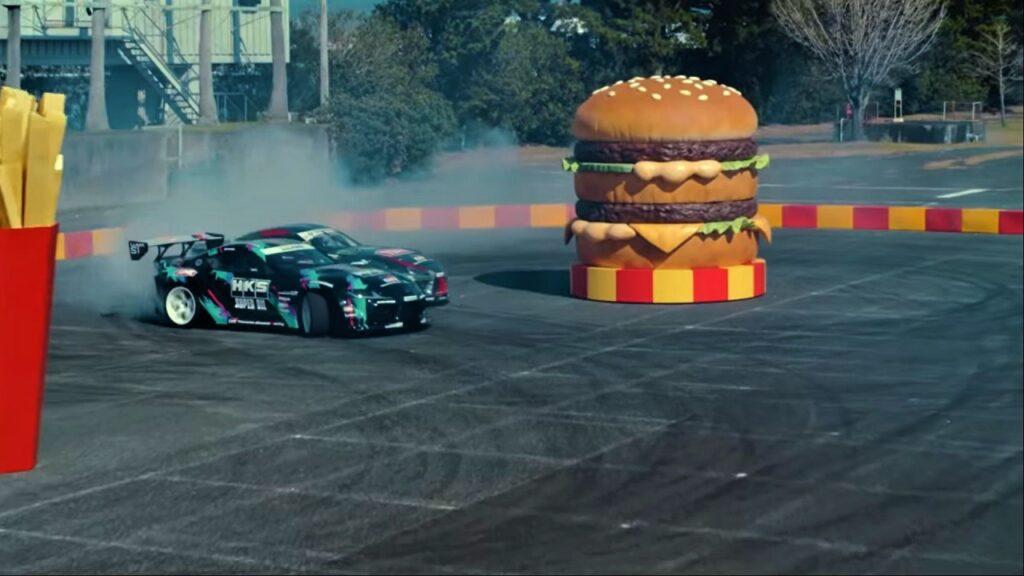 Toyota e McDonald's: lo spot con la GR Supra. Che drift al McDrive! [VIDEO]