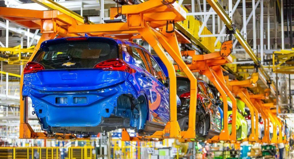 La produzione mondiale di auto nel 2020 dovrebbe crollare del 20% a causa del Coronavirus