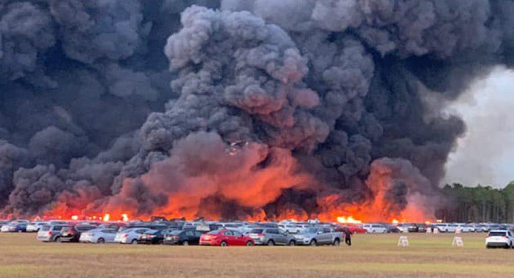 Florida: 3.500 auto a noleggio in fiamme per l'incendio di un aeroporto