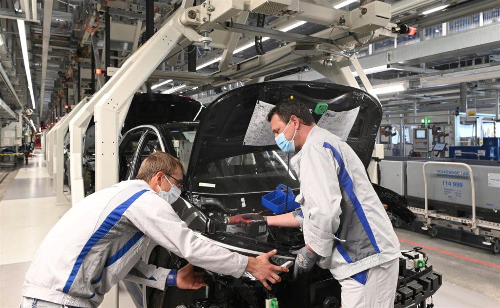 Coronavirus: Volkswagen riavvia la produzione di Golf e ID.3