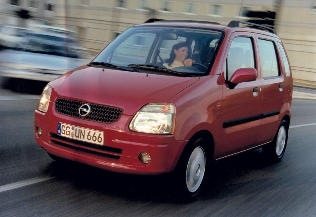 Opel Agila: la piccola monovolume del fulmine compie 20 anni