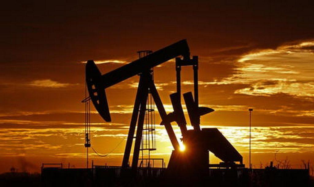 Il prezzo del petrolio crolla. Si farà benzina gratis?