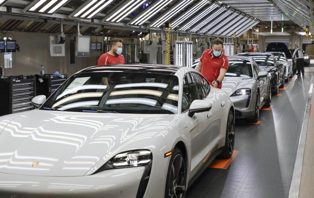 Porsche: il 4 maggio ripartirà gradualmente la produzione