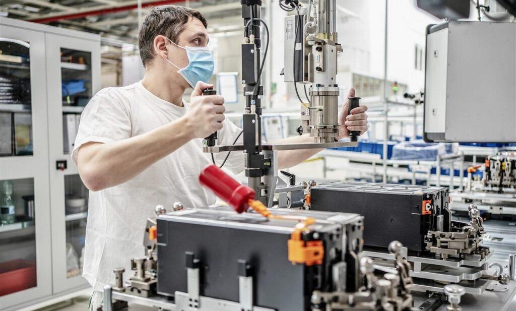 Skoda: ripresa la produzione di batterie per le ibride plug-in