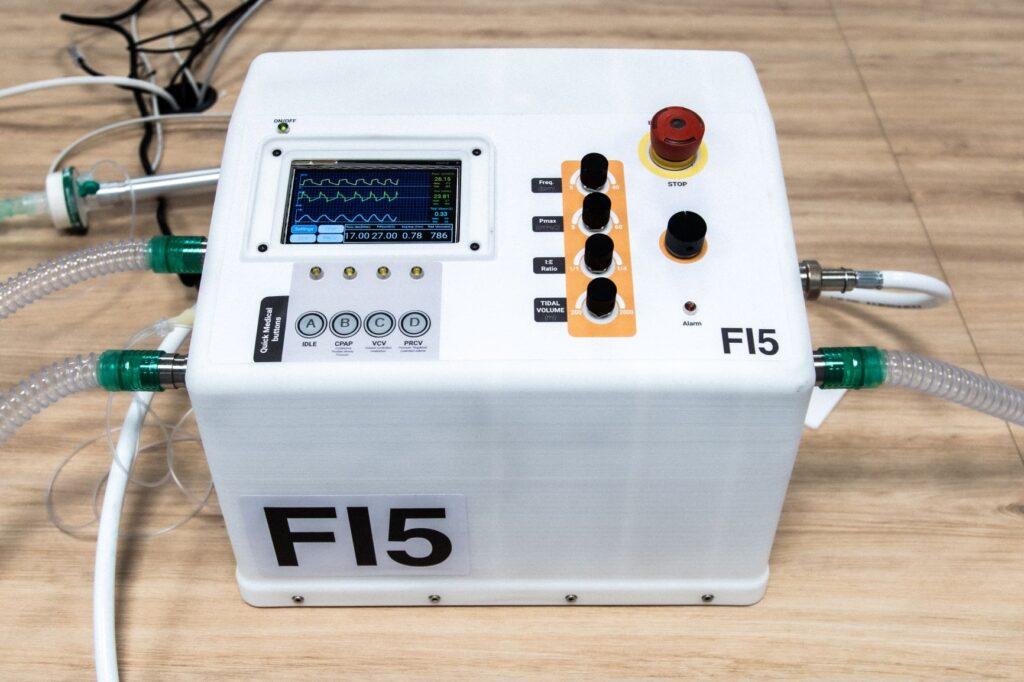Covid-19, Scuderia Ferrari e Istituto Italiano di Tecnologia presentano il ventilatore polmonare FI5