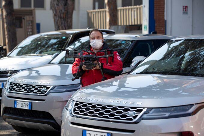 Land Rover rafforza il supporto alla Croce Rossa Italiana per ripartire con slancio [VIDEO]