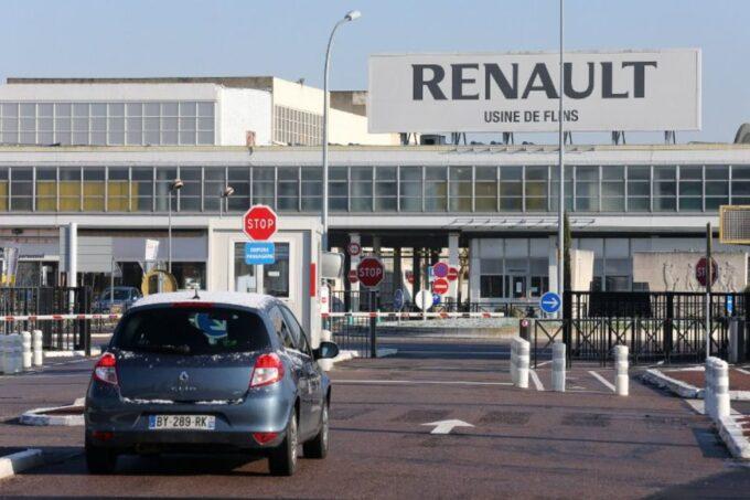 Renault si fa le mascherine in casa: installata una linea produttiva ad hoc nell'impianto di Flins